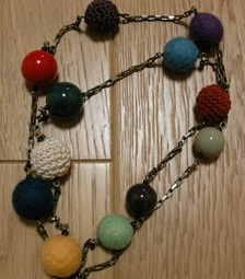 noveltyhandnecklace2.JPG